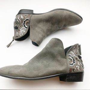 Kenneth Cole Reaction l Sequin Loop Knot Bootie